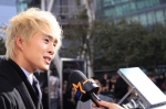 122986_justin-chon-who-plays-eric-in-the-twilight-saga-eclipse-talks-to-access-on-the-black-carpet-at-the-p