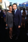 123008_access-hollywoods-shaun-robinson-poses-for-a-picture-with-eclipse-star-jack-huston-at-the-films-prem